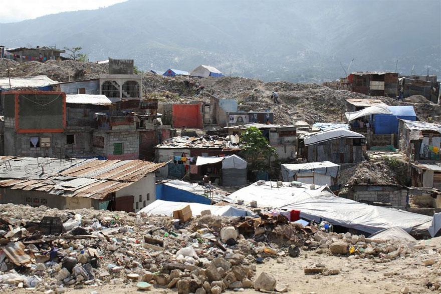 Destroços ruinas casas haiti reciclagem de entulho