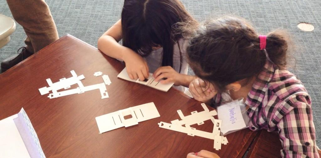 montar microscópio crianças