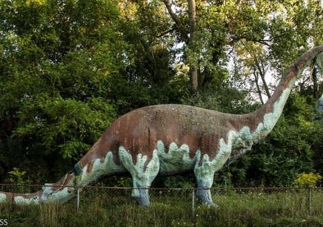 dinossauro parque abandonado