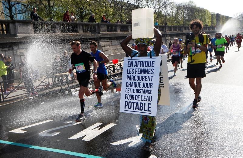 maratona de paris falta de água