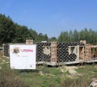 edifício com pneus latas utopia