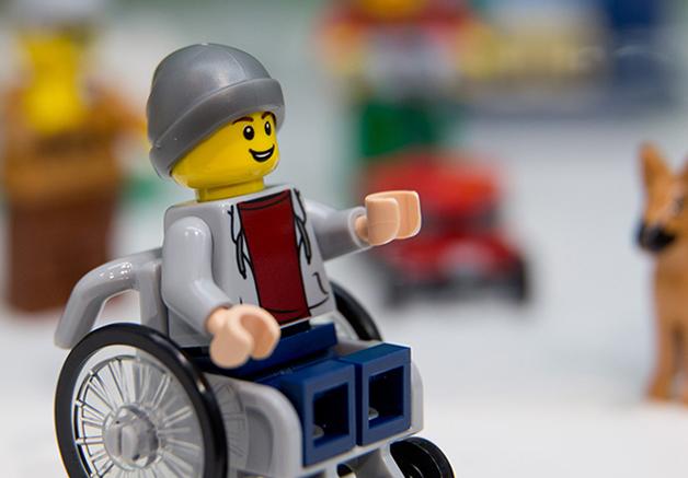 LEGO lança figura em cadeira de rodas