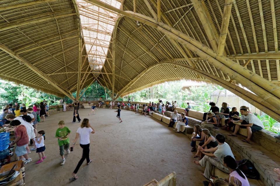 Resultado de imagem para Green School: escola construída com bambu em Bali